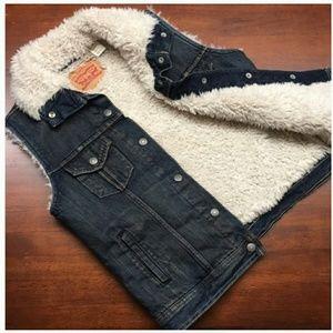 Girls Levi's Size sm blue jean vest w/ fur lining